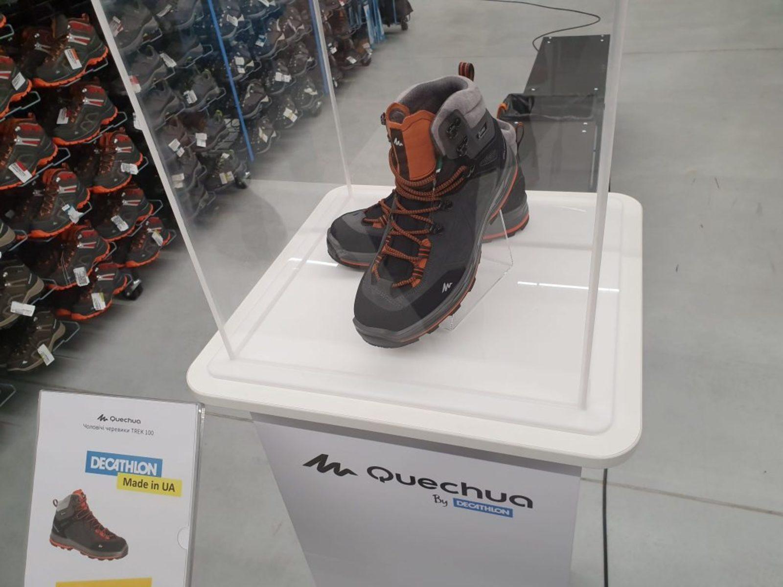 c2944da359c93d Звідти це взуття відправляється на продаж у більшість країн, де представлена  мережа.