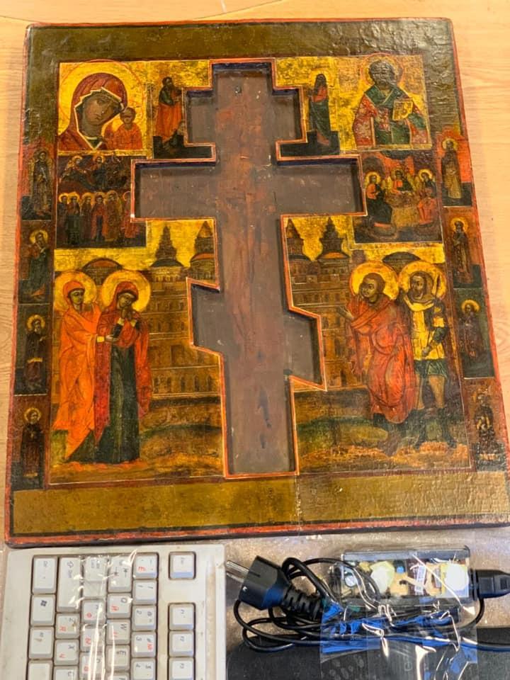 Киевские таможенники предотвратили контрабанду уникальной старинной иконы