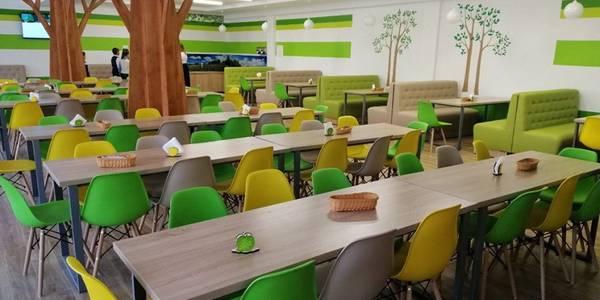 У київській школі відкрили сучасну їдальню в еко стилі