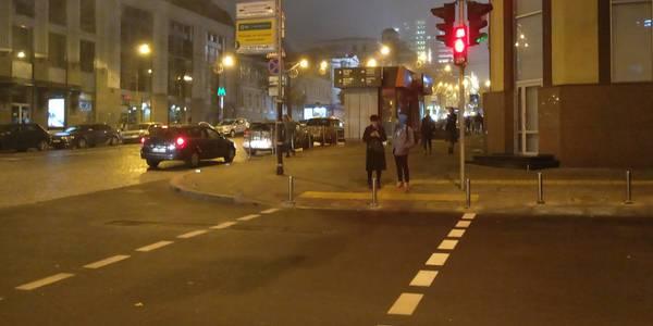 Перехід зі світлофорами встановили на вулиці Пушкінській