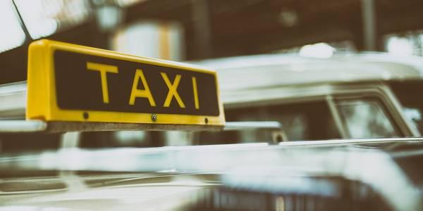 Таксисти попереджають: маленькі пасажири піднімуть вартість поїздки у столиці