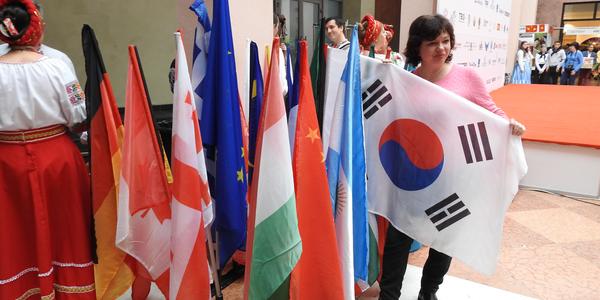Пів сотні посольств із сувенірами: у Києві влаштують благодійний ярмарок