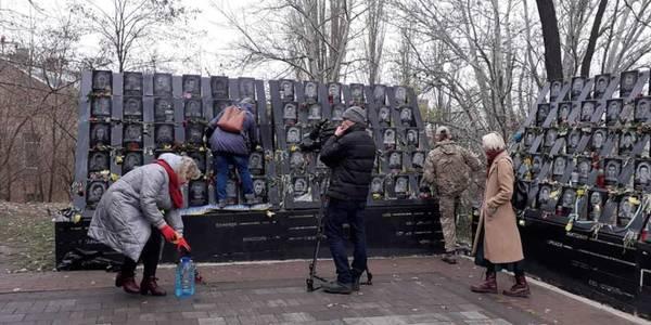 У Києві впорядкували меморіал Героїв Небесної Сотні