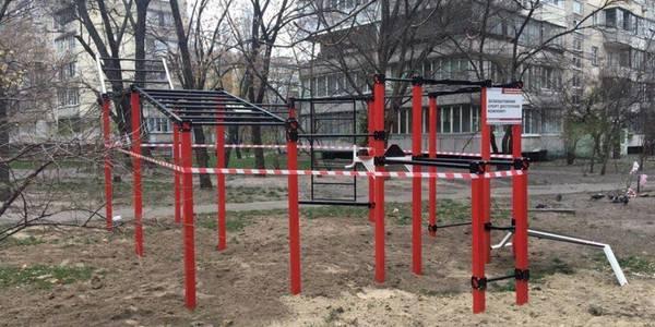 У Дніпровському районі встановили новий спортивний майданчик
