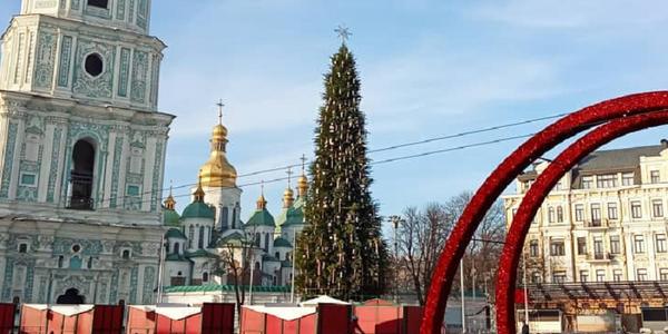 Головна ялинка у Києві засяє разом із карнавальною ходою і концертами