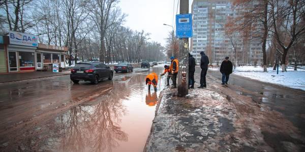 Потоп на вулицях Києва: правила поведінки у разі прориву труби