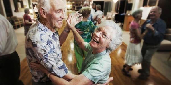Безкоштовні танці та заняття організовують киянам похилого віку