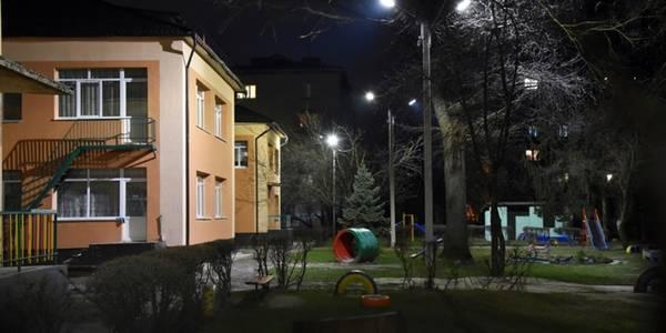 Території навчальних закладів у Києві хочуть зробити світлими