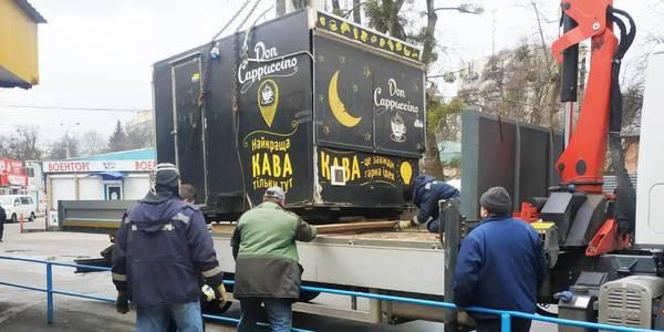 Без кави та пива: у Києві прибрали нелегальні МАФи