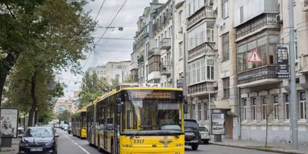 Не проїдеш: столичні тролейбуси зупинились через поломку