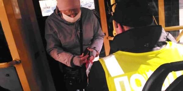 У ролі контролерів: столична поліція перевіряє громадський транспорт