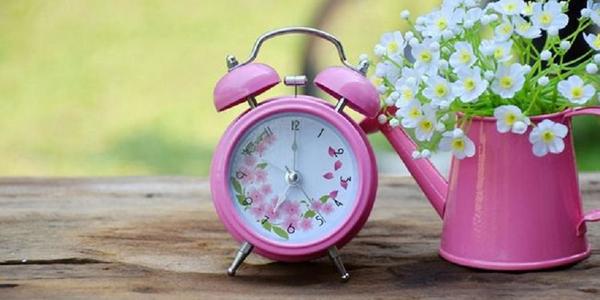 Літо близько: цими вихідними Україна переводить годинники