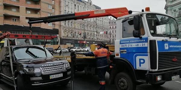 Понад 200 машин у Києві опинилися на штраф-майданчику