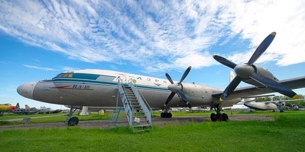 У Києві знову можна помилуватися особливими літаками