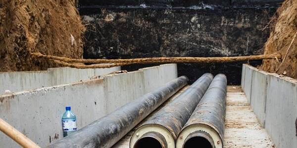 У Солом'янському районі прокладають труби без стиків