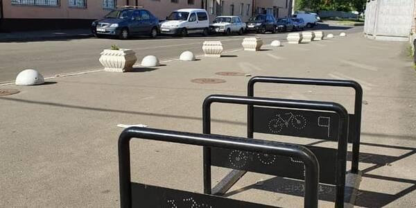 Біля станцій метро встановили «перехоплюючі паркінги» для велосипедів