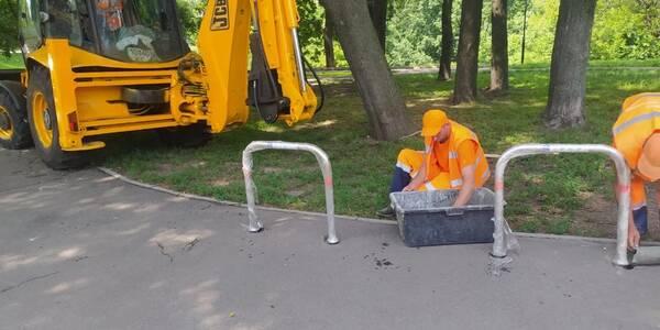 Для столичних велосипедистів встановили нові парковки