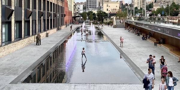 «Сухий» фонтан з'явився на Деміївській площі