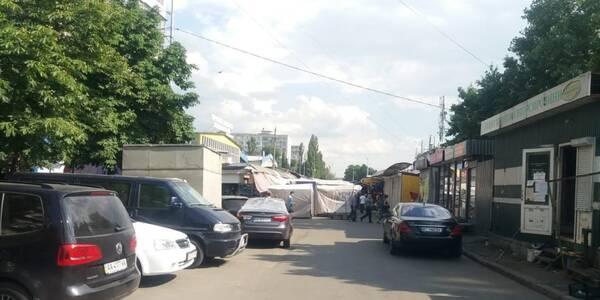 На Святошині зносять ринок із проїжджої частини вулиці