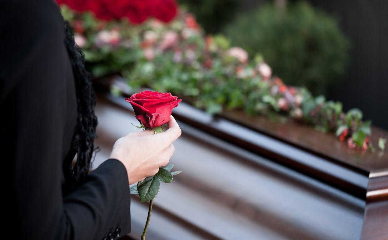 Допомога на поховання пенсіонера складає дві щомісячні пенсії